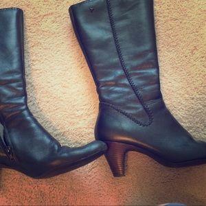 Pikolinos sleek Mid calf black boots